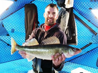 Houston's Guide Service–Ice Fishing