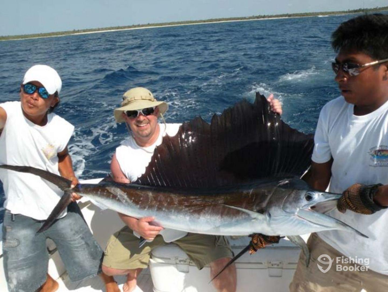 Captain rick s 46 finatik playa del carmen mexico for Playa del carmen fishing charters