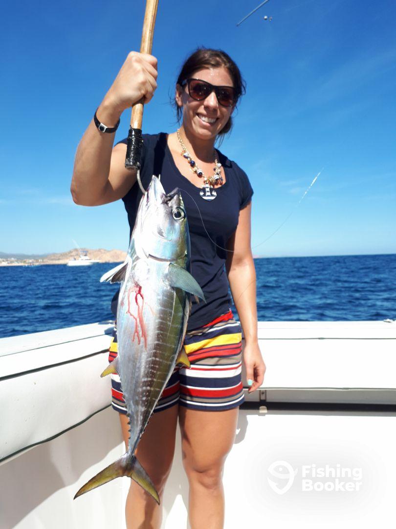 Jen caught the sashimmi!! Nice yellowfin tuna!