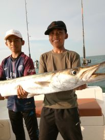 Huge barracuda caught by the youngest family.