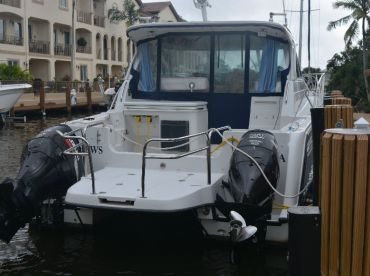 Great Stable Fishing Boat Perfect in rough ocean water.  Smoothest riding Florida Charter Fishing boat in choppy ocean waters. Catamaran is the best to avoid seasickness for inexperienced anglers for South Florida fishing trips.