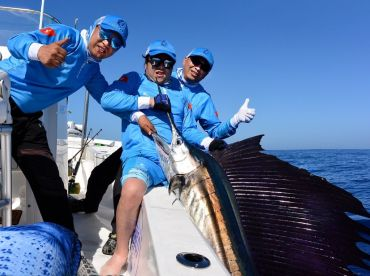A group of happy anglers from the Chinese International Fishing Club