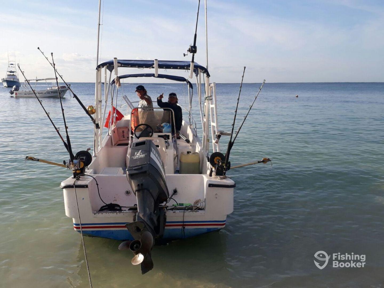 Fishing al gusto playa del carmen mexico fishingbooker for Playa del carmen fishing charters