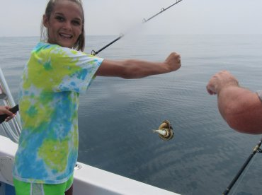 She caught an eel !!!